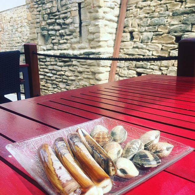 Si cloïsses i navalles heu de menjar a l'Ibèric heu de anar!!!#restaurantiberic #ullastret #costabrava #cloïsses#navalles#galicia